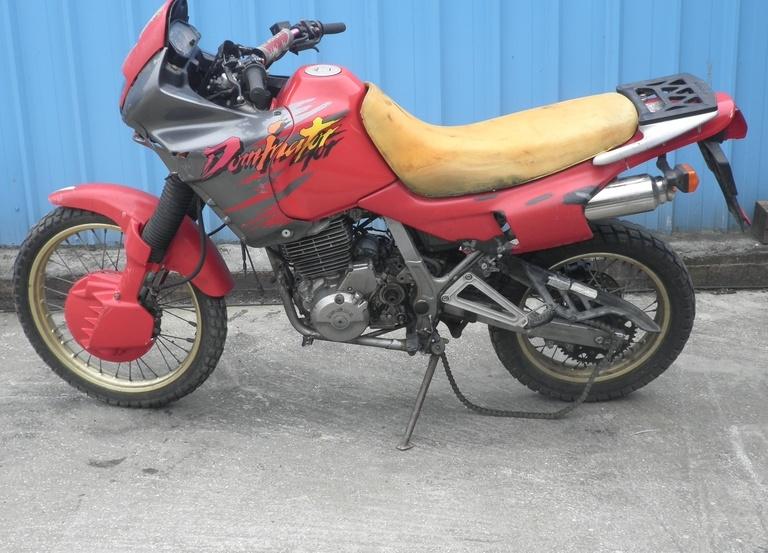 Honda NX 650 …