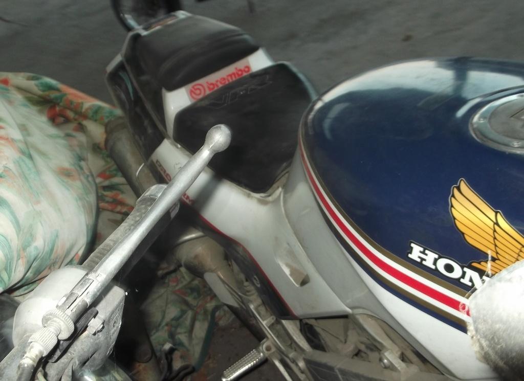 Honda VFR 400 …